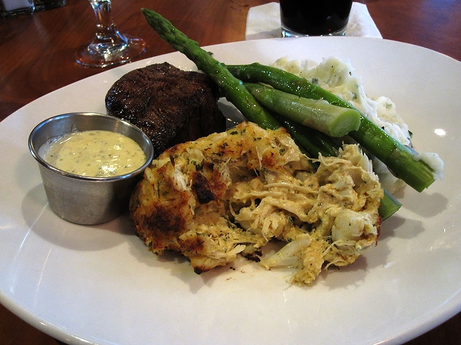 BlueStone Filet and Crab Cake Combo